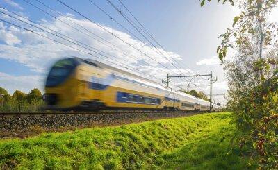 Sticker trains de voyageurs se déplaçant à grande vitesse dans la lumière du soleil