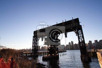 Transférer les ponts, les pans de soutènement et les piles dans le parc d'état de Gantry Plaza avant le coucher du soleil