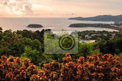 Trois point de vue, belle gloire du matin sur la plage de kata, Phu