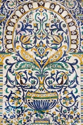 Sticker Tunisie. Kairouan - le Zaouia de Sidi Saheb. Fragment de carrelage céramique avec motifs floraux et architecturaux