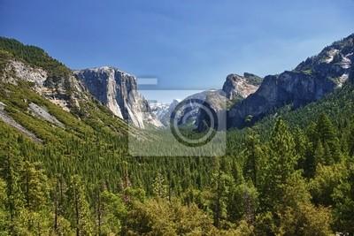 Une vue joliment ensoleillé de la vallée de Yosemite parc Half Dome