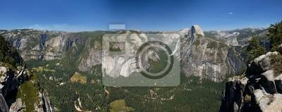 Une vue joliment ensoleillée de Yosemite parc de la vallée de demi-dôme