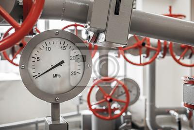 Valves et manomètres sur le système de pipeline industrielle