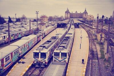 Sticker Voir Vintage de la gare Hardarpasa avec de vieux trains graffiti inutilisés en ligne désaffectée à Istanbul