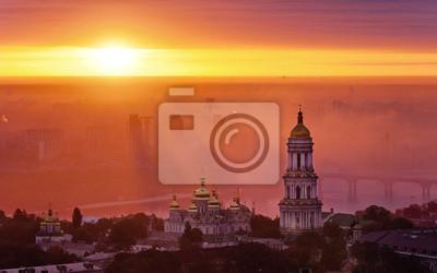 Vue aérienne au lever du soleil de l'Kiev-Petchersk - l'un des symboles principale de Kiev, Ukraine