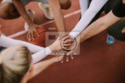 Sticker Vue dessus, de, basket-ball, équipe, tenant mains, sur, tribunal