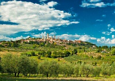 Sticker Vue panoramique sur San Gimignano de vignes, l'un des plus beaux villages de l'Italie