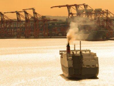 Sticker 出航 す る 貨物 船