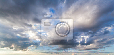 Sticker ciel dramatique coloré avec des nuages au coucher du soleil
