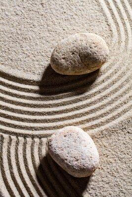 Sticker Zen sable encore-vie - deux pierres ensemble à travers sable lignes pour concept de spiritualité ou sérénité, vue haut